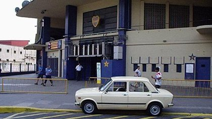 El vehículo, posando en la Bombonera