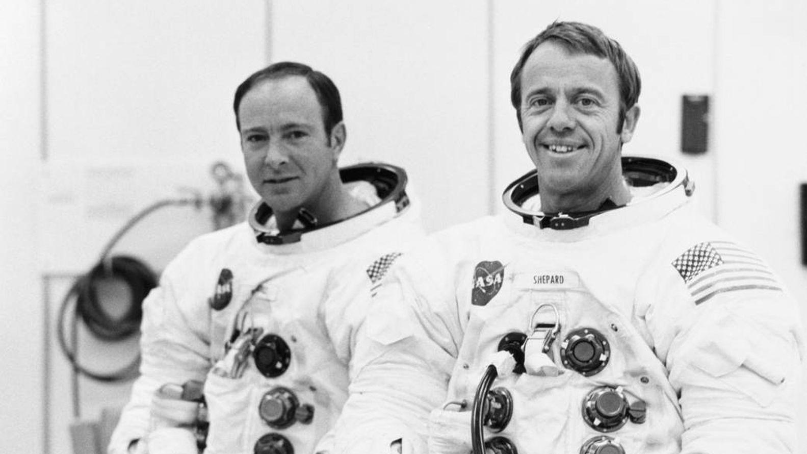 Edgard Mitchell junto aAlan Shepard Jr. NASA 163