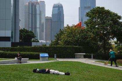 El primer caso de reinfección documentado tuvo lugar en Hong Kong. Foto: REUTERS/Tyrone Siu
