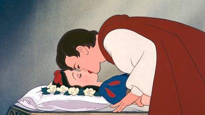 El beso de Blancanieves, ¿nuevo hit de la cultura de la cancelación o la posibilidad de un debate feminista?