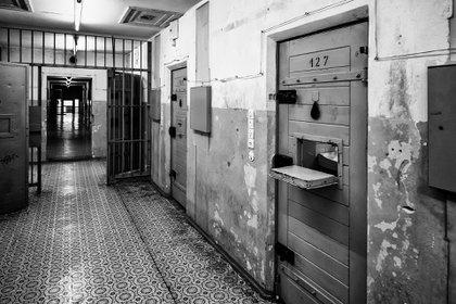 La puerta de una celda de lo que era una prisión de la Stasi en Berlín (Shutterstock)