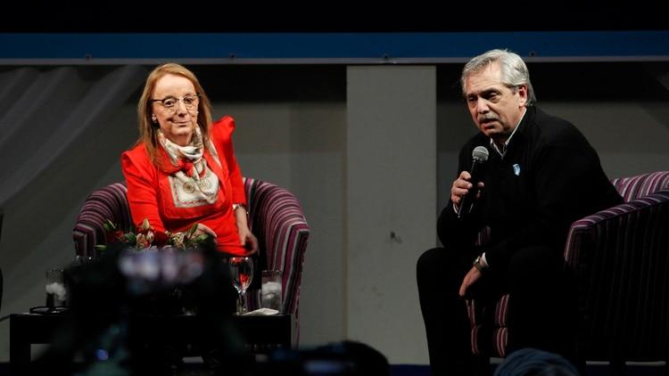 Alberto Fernández junto a Alicia Kirchner (Télam)