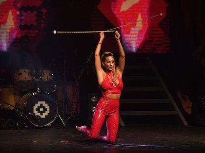 Noelia Marzol y un show con boleadoras