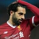 Salah fue cazado por los fanáticos usando el teléfono mientras conducía