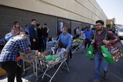 Santiago y Valparaíso intentan retomar la tranquilidad habitual tras un fin de semana de pesadilla (AP)