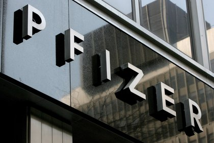 Pfizer y BioNTech han presentado los datos de su primer estudio para que sean revisados por otros expertos y puedan ser publicados en una revista científica (EFE)