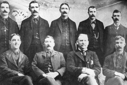 El escuadrón de Chinatown en una foto de 1902 del periódico local. (San Francisco Chronicle)