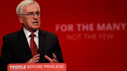 El parlamentario laborista británico John McDonnell habla durante la conferencia anual del Partido Laborista en Brighton (Bretaña) el pasado 23 de septiembre (Foto: REUTERS/Peter Nicholls)