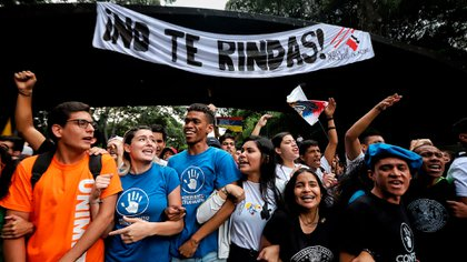 La marcha de los estudiantes universitarios que se dirigió hasta el principal cuartel venezolano, el Fuerte Tiuna, puso en alerta al Gobierno Nacional y a la Fuerza Armada (Leo Álvarez)