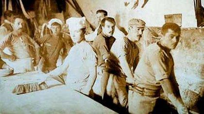 Obreros panaderos, uno de los primeros trabajadores en sindicalizarse, luego de los tipógrafos, ferroviarios y zapateros.