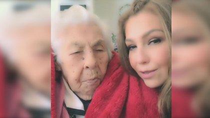 Thalía junto a Eva Mange, el día en que esta cumplió 101 años (Foto: Instagram thalia)
