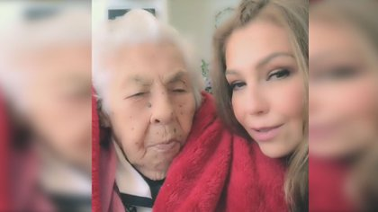 Thalía with Eva Mange, the day she turned 101 (Photo: Instagram thalia)