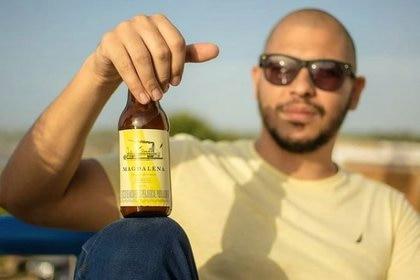 Leonel Fadul, maestro cervecero y copropietario de la cervecería artesanal Magdalena, dice que Alcarelle podría ser una alternativa pero no cree que llega a reemplazar a las bebidas alcohólicas. (Foto @cervezamagdalena)