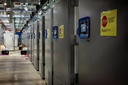 Congeladores de Pfizer para el almacenamiento de la vacuna (Reuters)