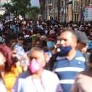 CIUDAD DE MÉXICO, 15NOVIEMBRE2020.- Capitalinos asistieron a las calles del Centro Histórico sin respetar la sana distancia para evitar contagios de Covid-19. La capital continúa en Semáforo Naranja debido a la pandemia del Coronavirus. FOTO: GRACIELA LÓPEZ/CUARTOSCURO.COM