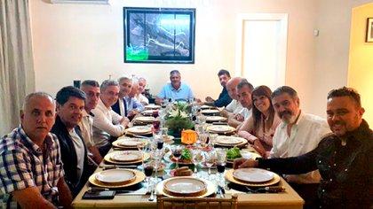 La reunión de 12 directivos de Primera, con Claudio Tapia, Pablo Toviggino y Marcelo Achile (representando al Ascenso), una imagen que describe la nueva estructura (@TovigginoPablo)