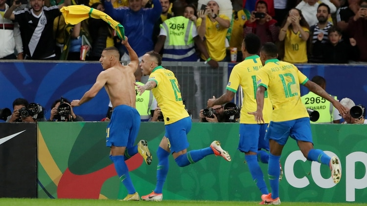 Soccer Football – Copa America Brazil 2019 – Final – Brazil v Peru – Maracana Stadium, Rio de Janeiro, Brazil – July 7, 2019 Brazil's Richarlison celebrates scoring their third goal REUTERS/Ricardo Moraes