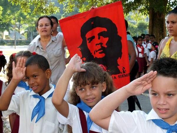 """Niños cubanos prometen ser """"como el Che"""""""