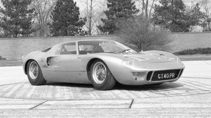 Ford GT40 de 1966, con toda la gloria de Le Mans.