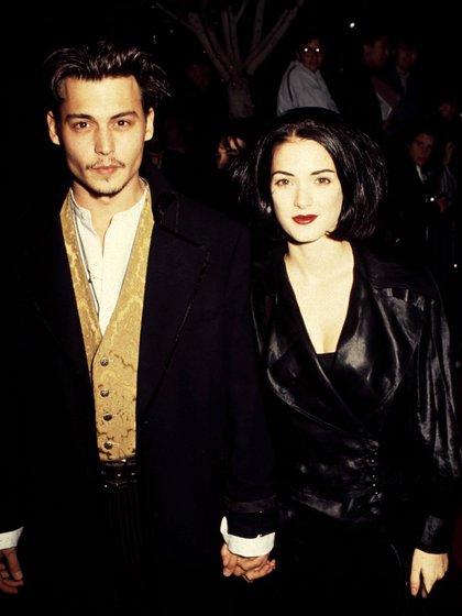 Johnny Depp y Winona Ryder, cuando eran pareja (Shutterstock)