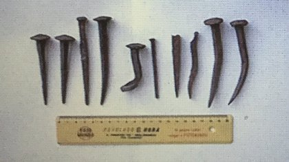 Se encontraron muchos clavos, que se usaban para construir parapetos. También otros para fijar los tacos de los calzados. (Gentileza Mariano Ramos)