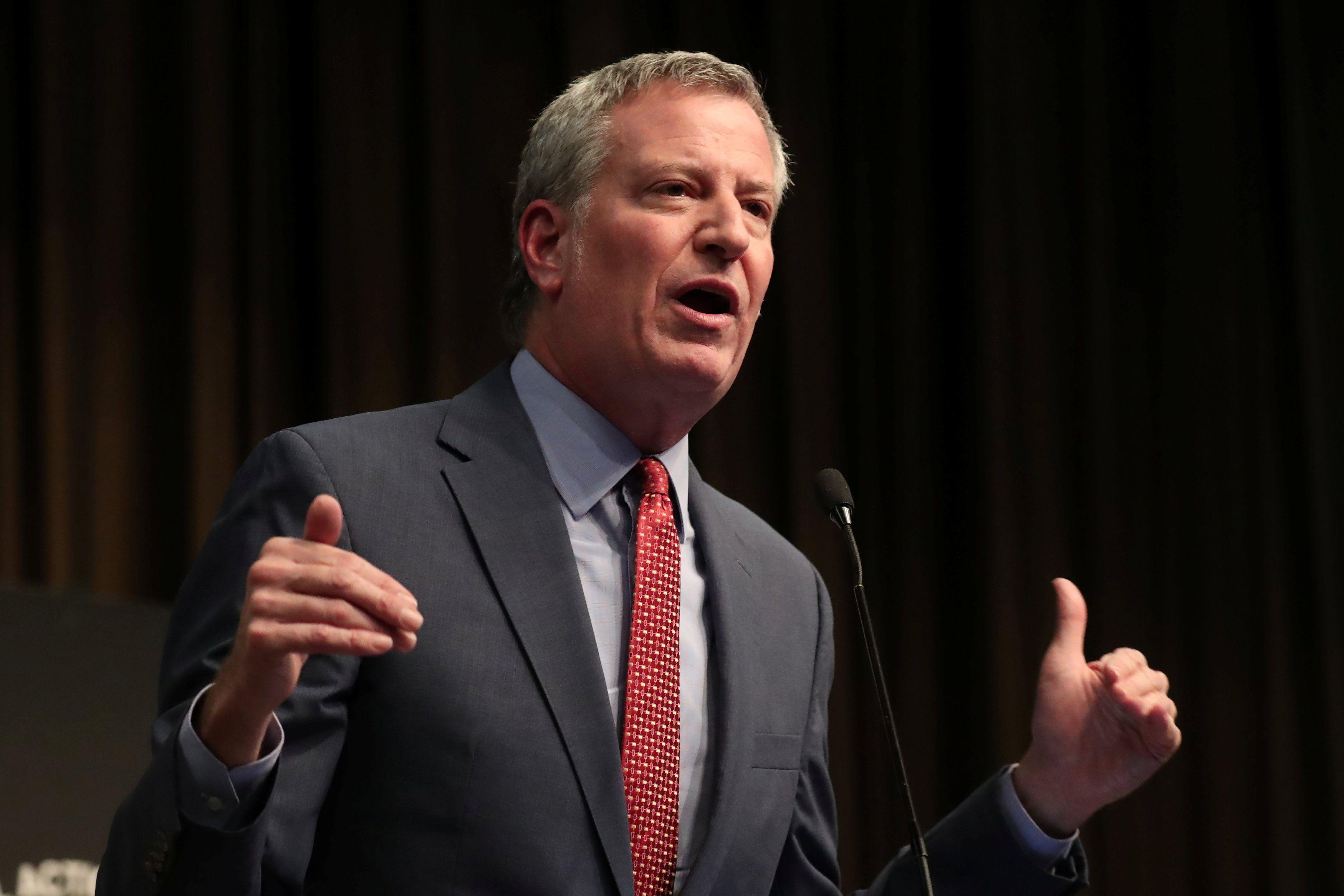 El alcalde de la ciudad de Nueva York, Bill de Blasio, habla en la Convención Nacional de la Red de Acción Nacional 2019 en Nueva York, el 3 de abril de 2019 (REUTERS/Shannon Stapleton)