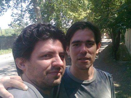 Nicolás del Caño con su amigo Eduardo Castilla en Córdoba, en 2011.
