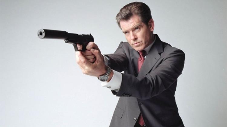 "Pierce Brosnan, como ""James Bond"""