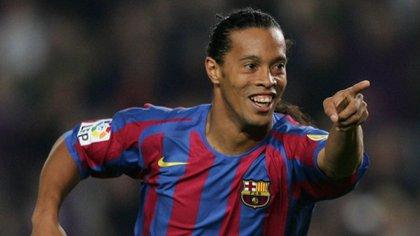 El brasileño Ronaldinho tomó la posta de Riquelme de cara a la temporada 2003/2004 (AFP)