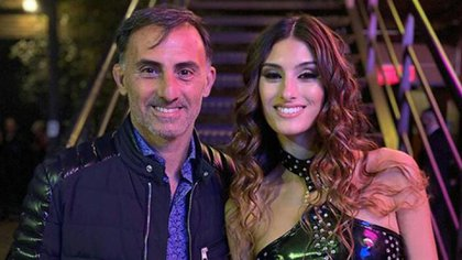 Diego Latorre y su hija Lola, en una de sus visitas al estudio para respaldarla en el Cantando 2020
