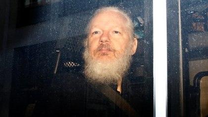 Julian Assange esta acusado de violar la ley por EE.UU. y Suecia (REUTERS/Henry Nicholls)