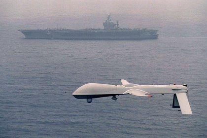 Un dron de Estados Unidos sobrevuela el mar (Foto: Archivo/defense.gov)
