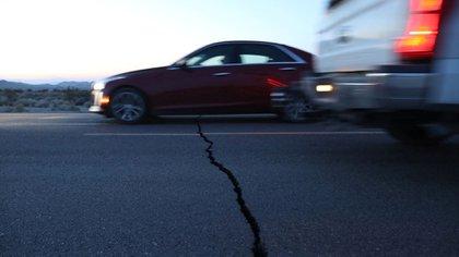 La grieta se podía ver desde la carretera (Foto: REUTERS/David McNew)