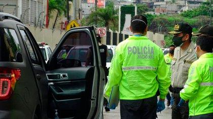 La policía investigando la muerte de Efraín Ruales
