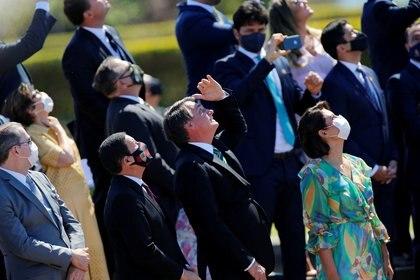 Bolsonaro fue el único de los altos funcionarios a quien se observó sin la mascarilla protectora (REUTERS/Adriano Machado)