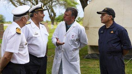 El Contraalmirante (R) Luis Enrique López Mazzeo en el Chaco, después que el submarino ARA San Juan había informado un principio de incendio (Gentileza: Gaceta Marinera)