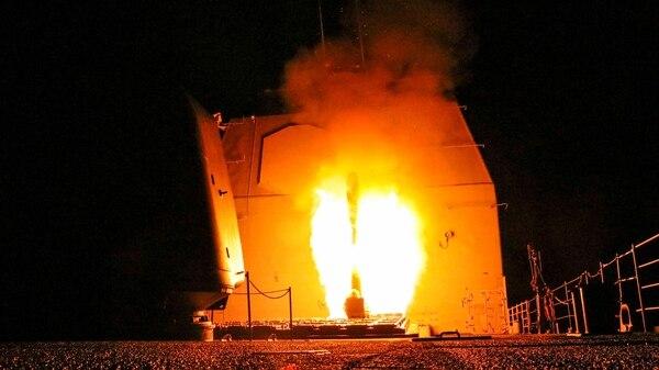 El USS Monterey dispara un Tomahawk (Reuters)