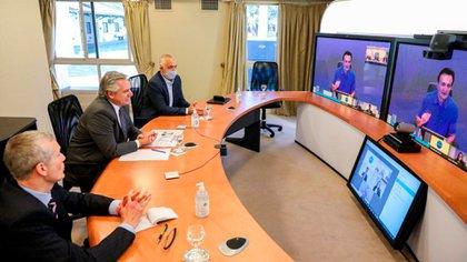 El jefe de Estado estuvo acompañado por el director de Acceso y Asuntos Corporativos para Argentina y Uruguay de la empresa, Germán de la Llave. (Presidencia)