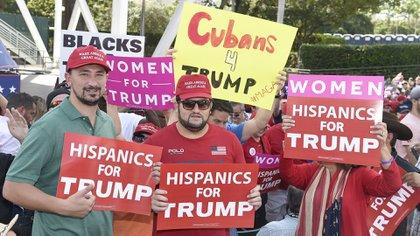 Hispanos de Florida en apoyo de la candidatura a la reelección de Donald Trump. (AFP)
