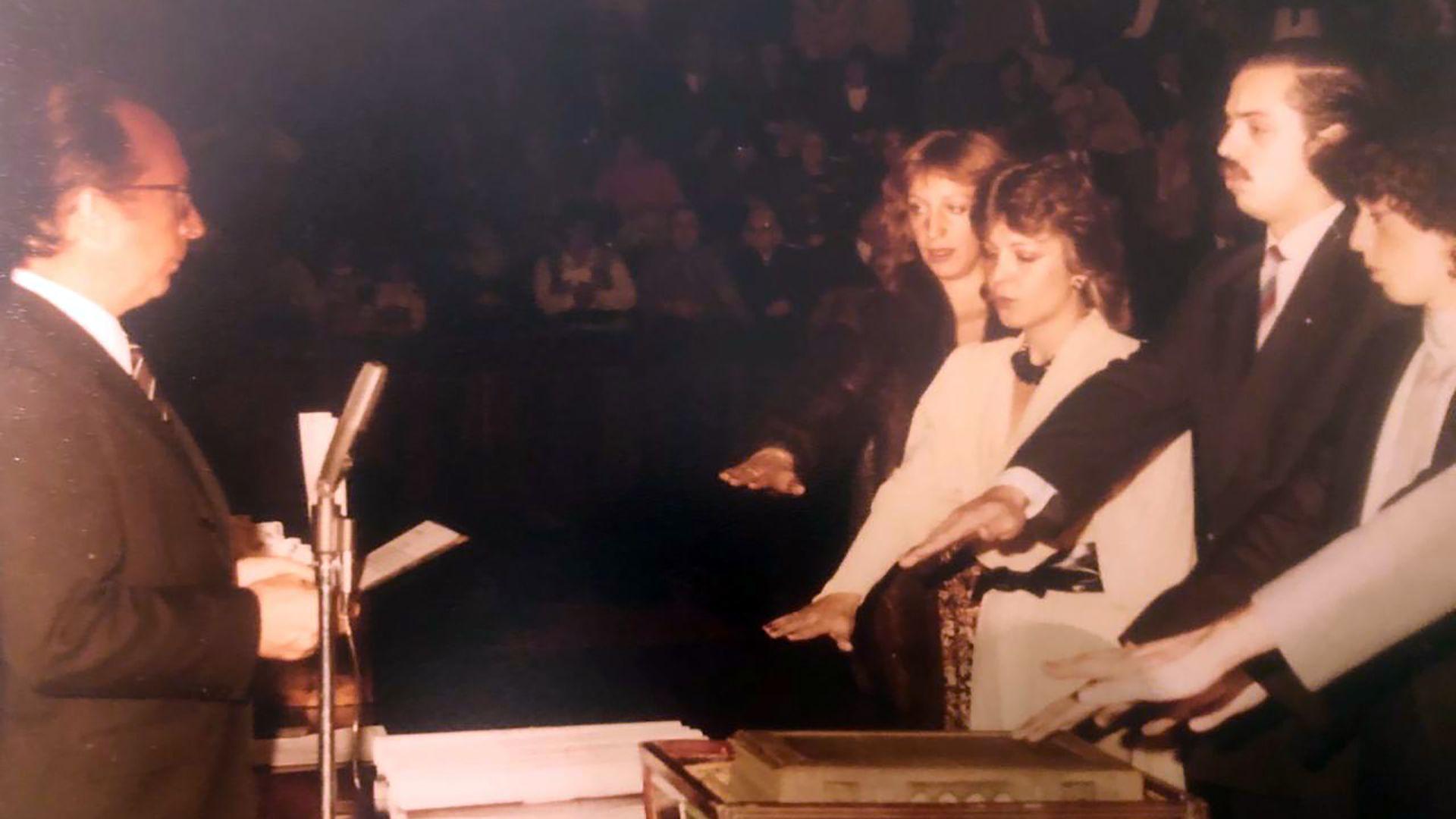 """En 1983, se recibió de abogado en la Universidad de Buenos Aires (UBA), con un promedio de 7,80. Mientras estudiaba, su primer trabajo fue de """"pinche"""" en un juzgado de instrucción donde secretaria era María Laura Garrigós de Rébori, que luego sería jueza. En 1981, pidió el pase a la Justicia federal y fue relator de los camaristas Ramón Montoya y Fernando Mántaras."""