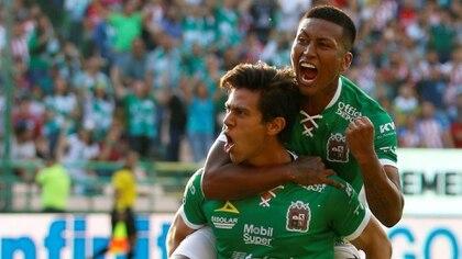 José Juan Macías encaminó la victoria del equipo guanajuatense ante su ex equipo, el Rebaño Sagrado, que es dueño de su carta (Foto: Efe)