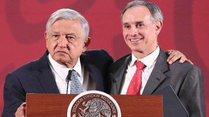 El gobierno de AMLO y el zar anti coronavirus Hugo López-Gatell anunciaron un plan de vacunación con prioridad en el sector salud y luego definido por bloques de edad (Foto: EFE)