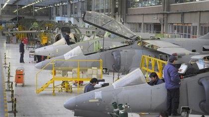 """Para el jefe de la Fuerza Aérea, reequipar los aviones es """"recuperar y apostar a la industria nacional"""". Foto: Fernando Calzada."""