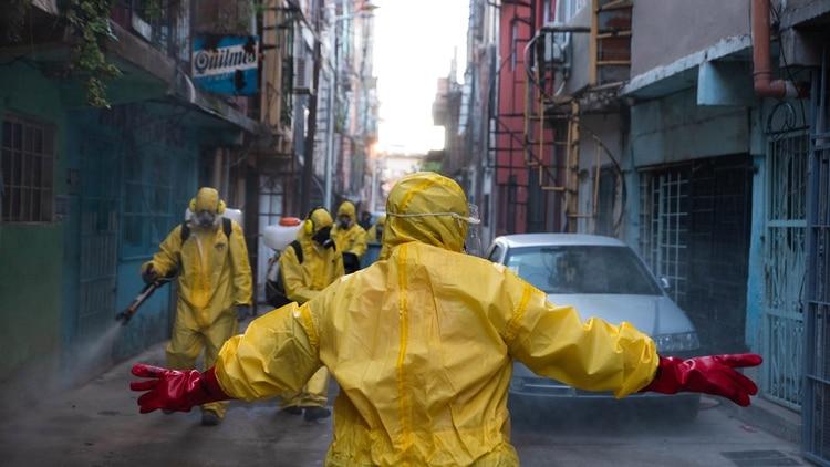 Brigada voluntaria desinfección en el Barrio 31 de Retiro