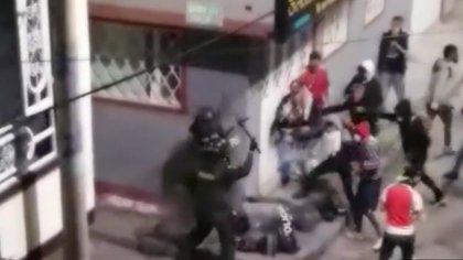 Policía que rescataron manifestantes en el sur de Bogotá intentaba proteger un CAI (Imágenes sensibles)