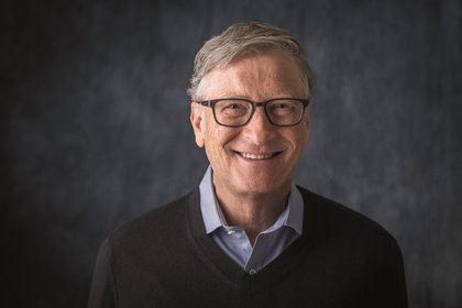 Fotografía cedida hoy domingo, por Penguin Random House que muestra al empresario, informático y filántropo estadounidense Bill Gates mientras posa. Bill Gates lleva años estudiando el cambio climático y tiene un plan para combatirlo. EFE/Penguin Random House Bill Gates