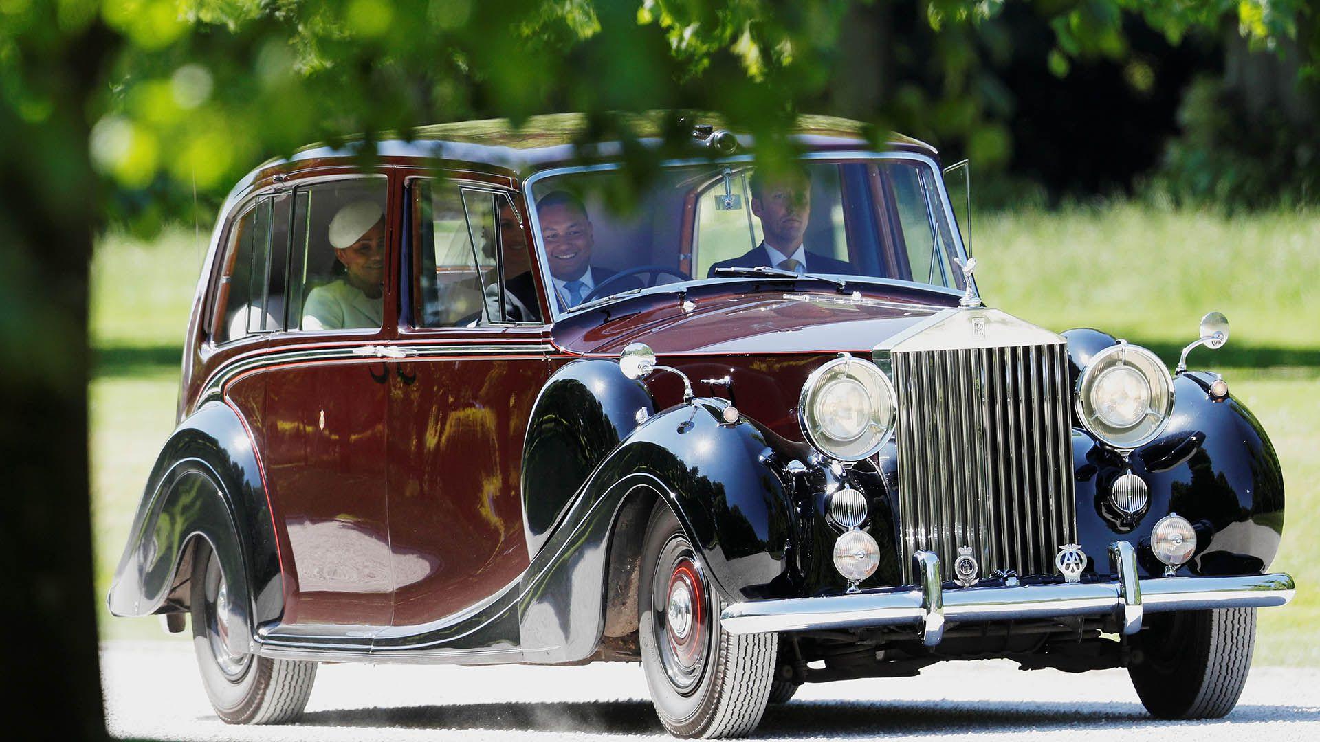 Meghan Markle llegó en un Rolls Royce Phantom IV, junto con su madre, Doria Ragland (Reuters)