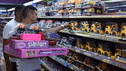 Un 10% de los argentinos se inclinó por comprar los regalos de Navidad en jugueterías, según la consultora Deloitte. .(Adrián Escandar)