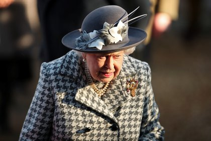 La desesperación de la Reina por salir de los últimos meses de malestares reales dio un gran paso anoche cuando finalmente se llegó a un acuerdo sobre el futuro de Harry y Meghan (Reuters)