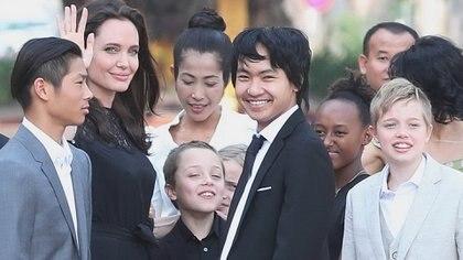 Angelina Jolie y Brad Pitt se encuentran en una batalla legal por la custodia de sus seis hijos (The Grosby Group)